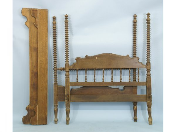 18: Full size Jenny Lind bed