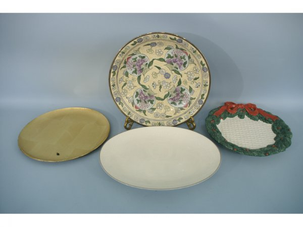 1002: Lot of assorted platters.  One Christmas wreath,