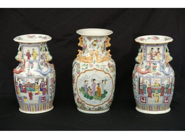 1017: Set of 3 oriental vases, one pair and a single.