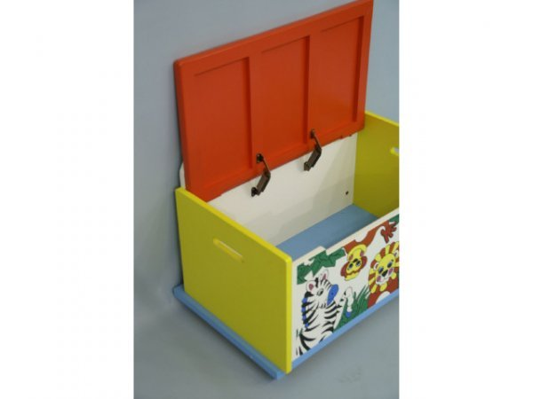 222: Jungle themed toy box. - 2