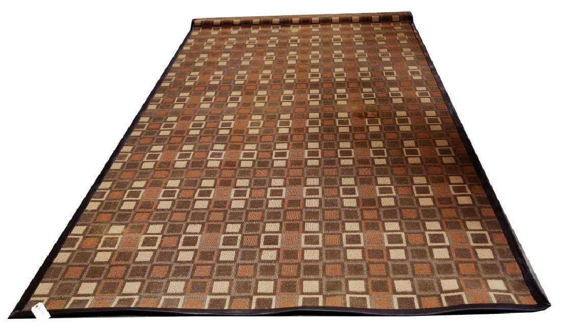 CONTEMPORARY LEATHER BOUND MACHINE WOVEN CHECKERED RUG