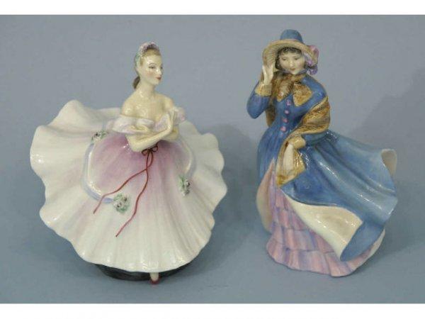 1013: Pair of figurines