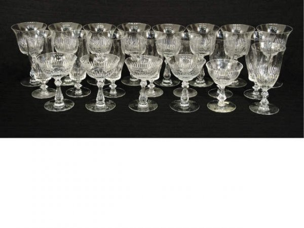 1017: Lot of crystal glasses.