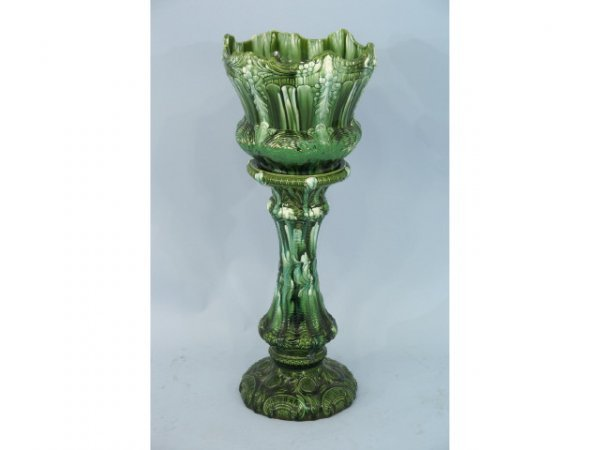 1020: Early 20th cent. Green and white majolica.