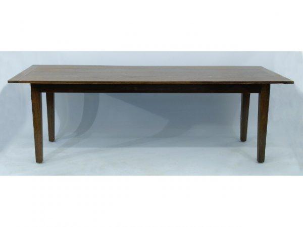 1021: Farm table.