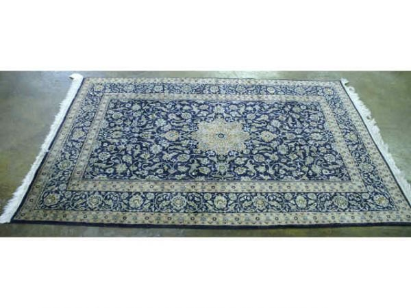 1002: Blue rug. Size: 3' x 5'