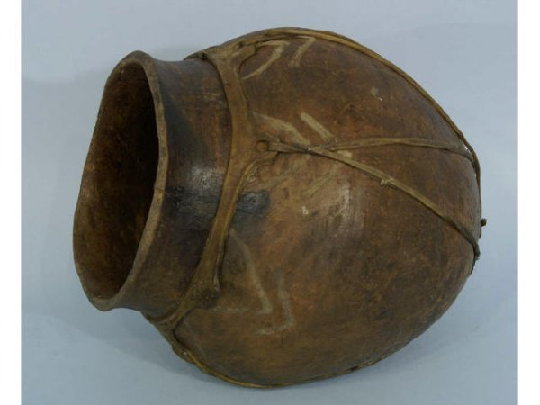 2: Pre-Columbian style pot with some primitive design