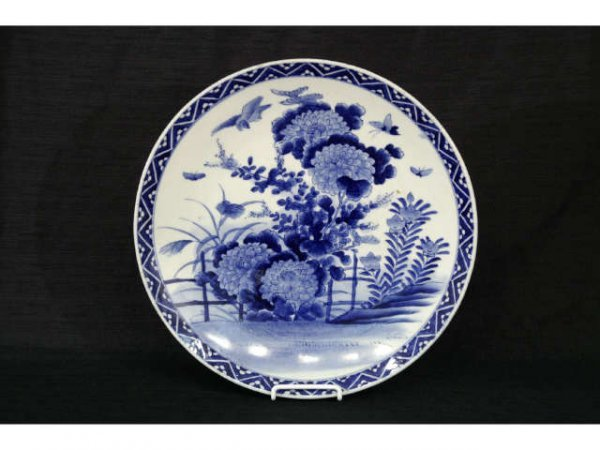 9: Japanese blue and white Imari charger, 19th cent.