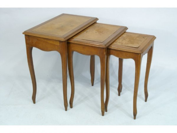"""1016: Nest of tables with leather tops. Size: 25"""" x 26"""