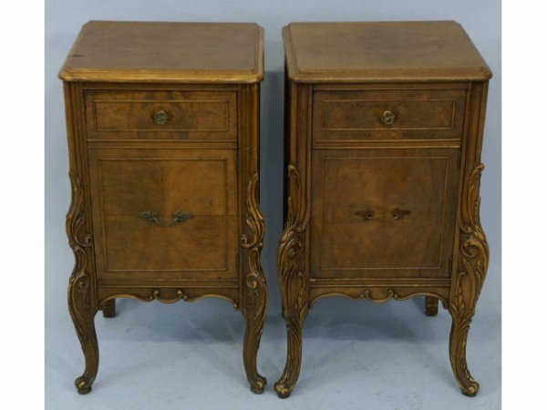1017: Pair of chests with one drawer and a cabinet.