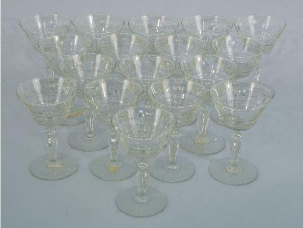 "1022: Set of 17 wine goblets. Size: 4"" x 6"""