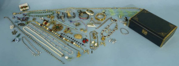 1243: Boxed lot of costume jewelry.