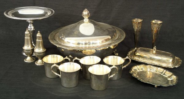 2007: MIXED LOT OF SILVERPLATE