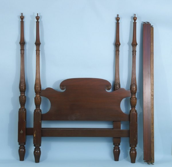 20: CARVED WOOD 4-POSTER BED