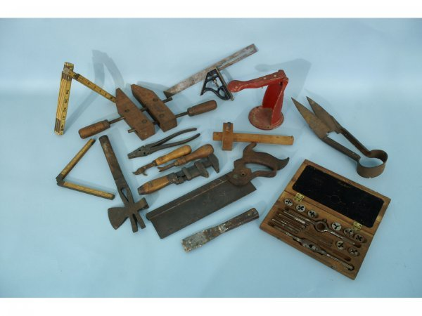 1001: BOX LOT  OF 15 PIECE ASSORTED ANTIQUE TOOLS