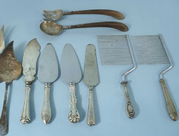 1010C: ASSORTED STERLING AND SILVERPLATE SERVING PIECES