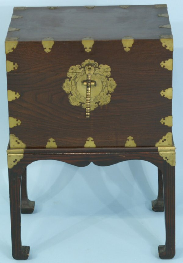 12: CHINESE TRUNK ON STAND