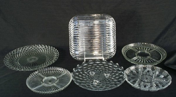 1005: BOX LOT OF CUT GLASS PIECES