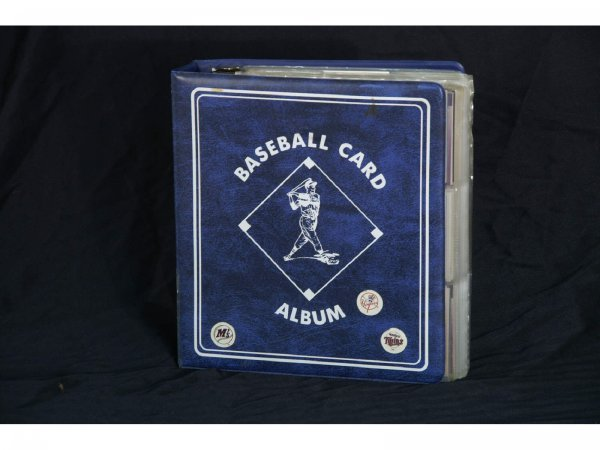 1018A: BASEBALL CARD ALBUM