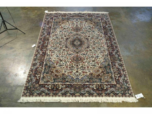 3021: HANDWOVEN ROYAL RUG FROM INDIA