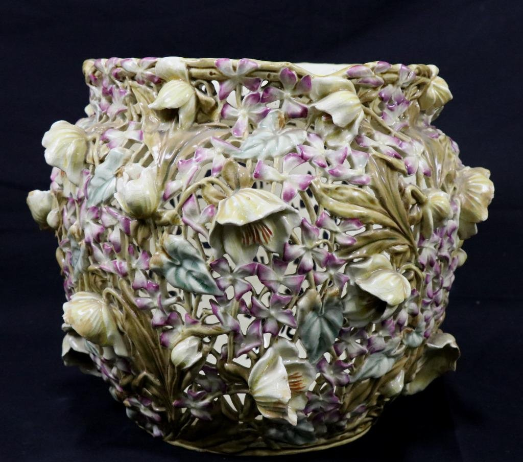 19th CENTURY HUGARIAN PORCELAIN RETICULATED VASE