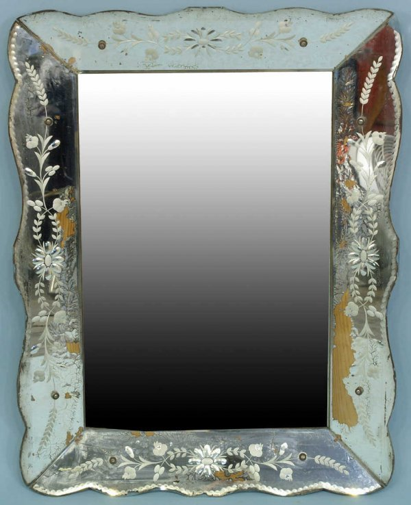 1005: VENETIAN MIRROR WITH GLASS ETCHING, CIRCA 1940
