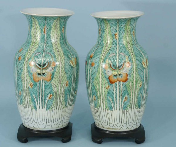 1154: PAIR OF CHINESE TOBACCO LEAF VASES ON STANDS