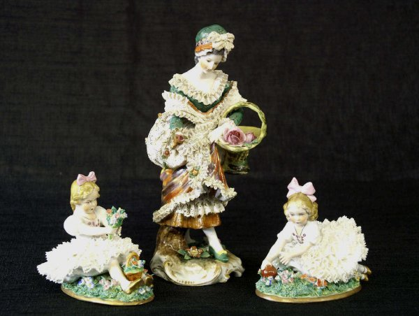 1167: BEEHIVE PORCELAIN FIGURINE OF A LADY & 2 CHILDREN