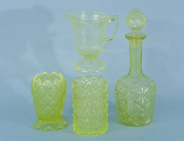 1174: LOT OF FOUR PIECES OF VASELINE GLASS