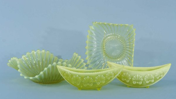 1178: LOT OF FOUR PIECES OF VASELINE GLASS