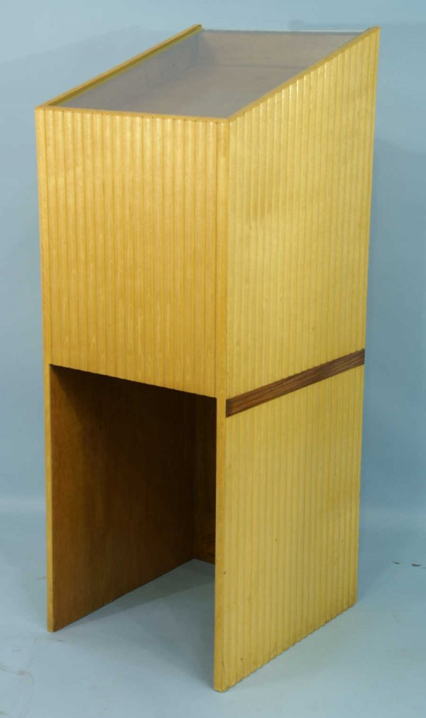 1180: SHADOW BOX PODIUM