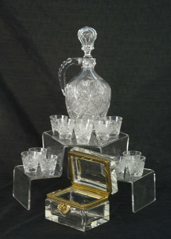 1182: BOX LOT OF GLASS PIECES