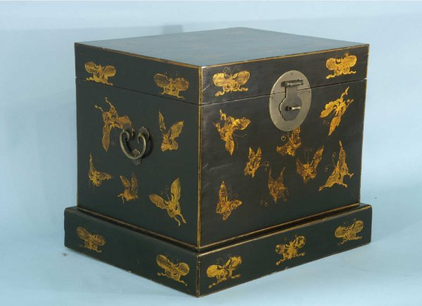 11: ORIENTAL PAINTED WOOD CHEST