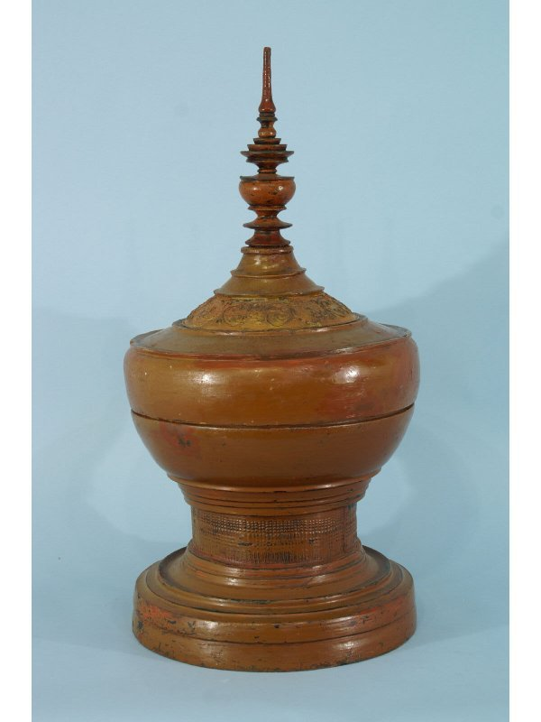 14: ANTIQUE ORIENTAL LIDDED BOX, CIRCA 1890