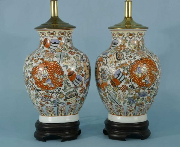 1006: PAIR OF CHINESE STYLE LAMPS