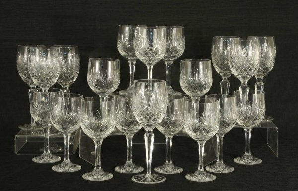 1021: MIXED LOT OF 20 CUT CRYSTAL WINE GLASSES