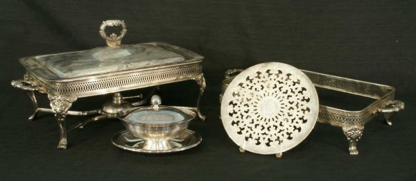 1019: LOT OF SILVERPLATE ITEMS