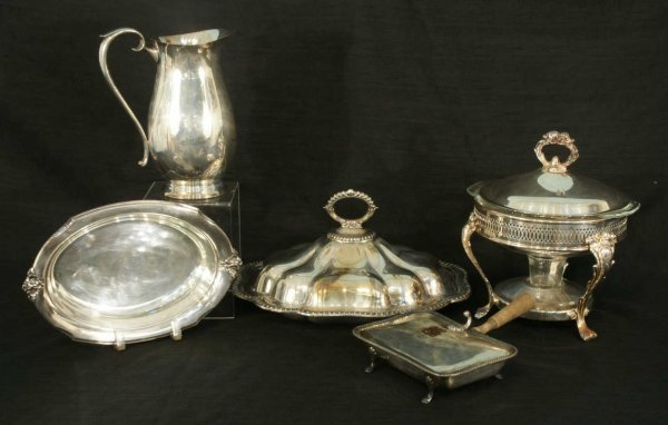 1023: LOT OF SILVERPLATE ITEMS