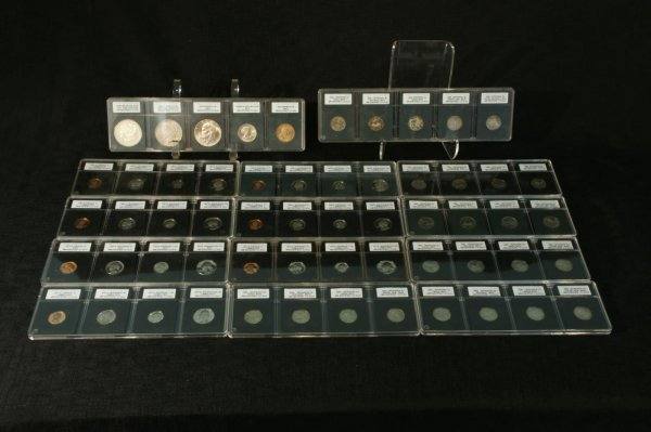 2005: LOT OF DOLLAR COINS