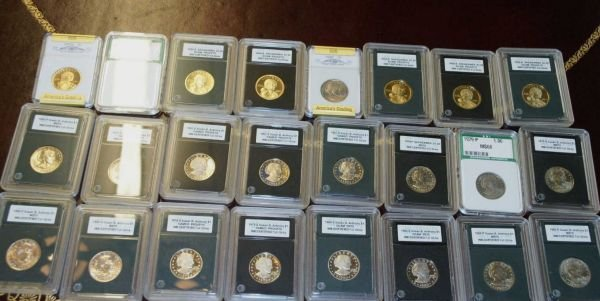 2085: MIXED LOT OF QUARTER, HALF AND DOLLAR COINS