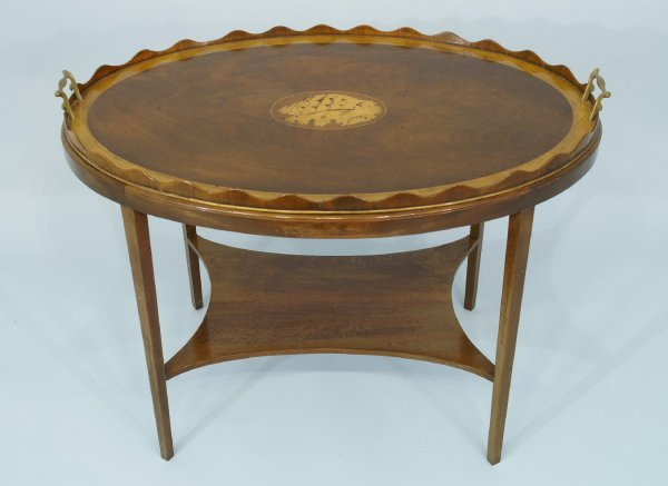 20: 19th CENTURY HEPPLEWHITE STYLE TRAY TABLE