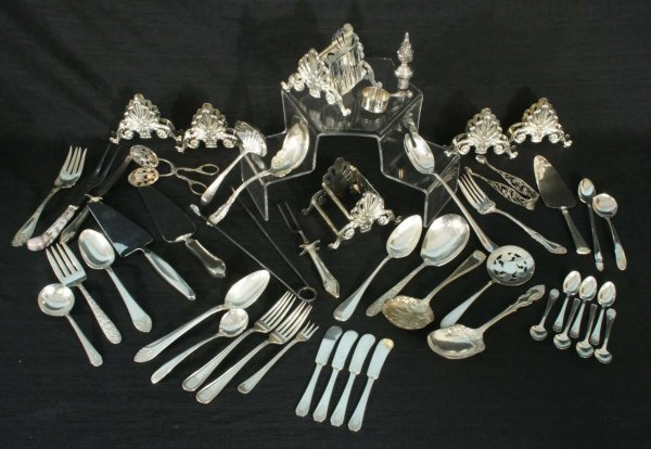 152: BOX LOT OF W.A. ROGERS SILVERPLATE SERVING PIECES