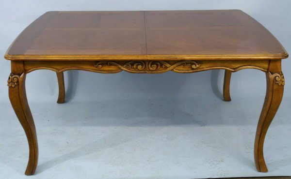 1009: DINING TABLE WITH PARQUETRY TOP AND CURVED LEGS