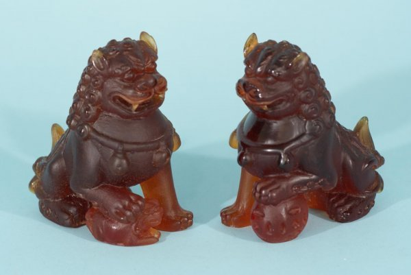 4060: PAIR OF GLASS FOO DOGS BY DAUM