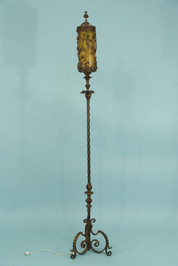 165: METAL FLOOR LAMP WITH DECORATIVE IVY