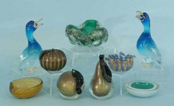 1002: BOX LOT OF NINE MURANO GLASS OBJECTS
