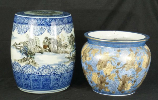 1007: ANTIQUE CHINESE PORCELAIN GARDEN SEAT AND FISH PO