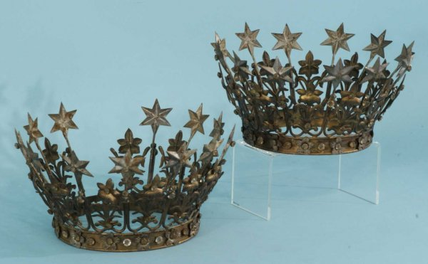 1089A: PAIR OF METAL DECORATIVE CROWNS - 2