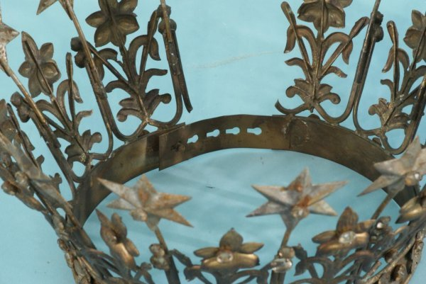 1089A: PAIR OF METAL DECORATIVE CROWNS - 3
