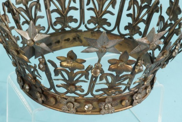 1089A: PAIR OF METAL DECORATIVE CROWNS - 4